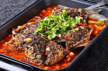 申大嘴特色瓦缸烤鱼