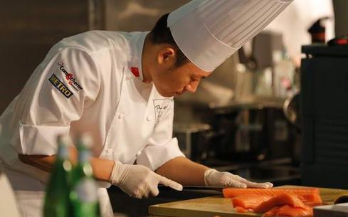 哪个行业比较赚钱?厨师技术值得学吗?