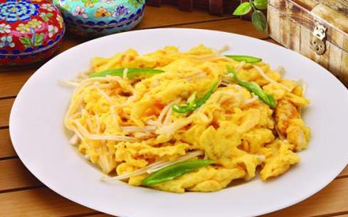 金针菇炒蛋饭