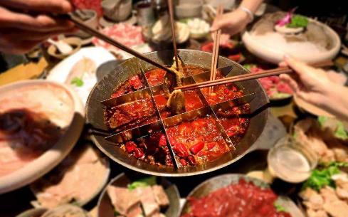 鸭掌门特色火锅打造综合餐饮,满足多方食客!