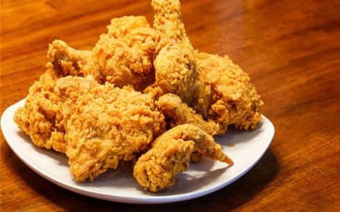 正新鸡排和炸鸡很疯狂哪个更好吃?详情戳下文