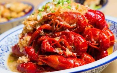 武汉学油焖大虾怎么样?武汉聚香德餐饮培训学校