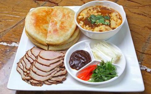 熏肉大饼是我国的特色美食,学习就到东莞煌旗