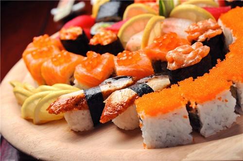 台北首见混血寿司吧?
