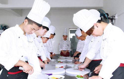 学厨师一年学费一般多少钱