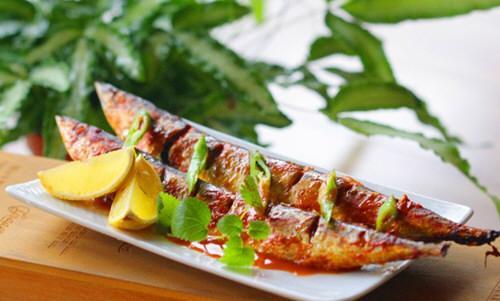 韩式辣烤秋刀鱼