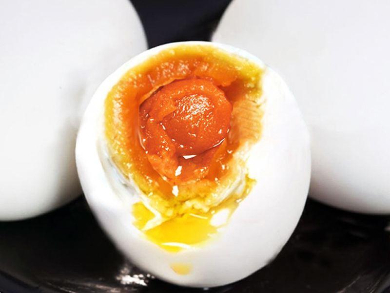出油的咸鸭蛋黄好吗?