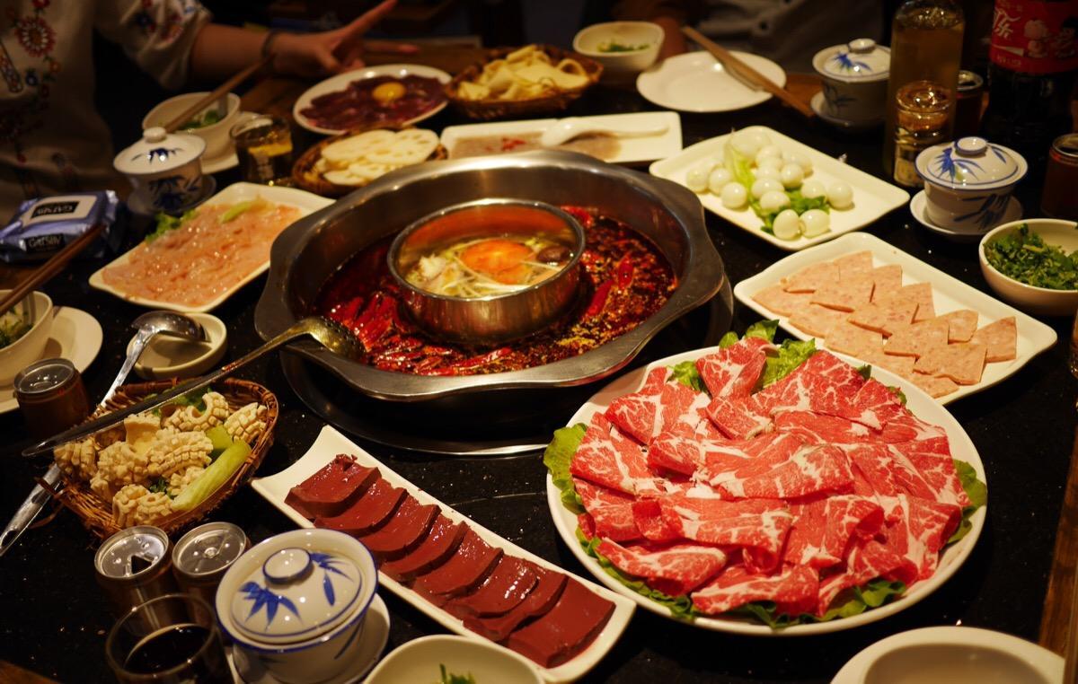 如何做好火锅店餐中对客服务?