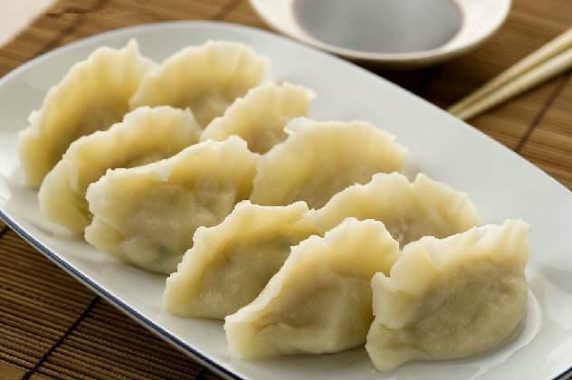 煮饺子不破皮,原来是有技巧