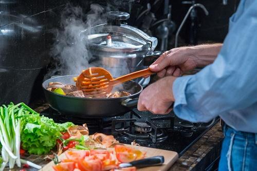 你放对盐了嘛?炒菜时如何健康用盐?