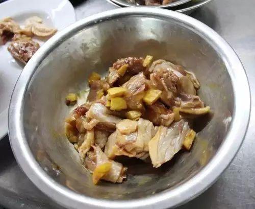 红葱腊味蒸农家鸡的做法