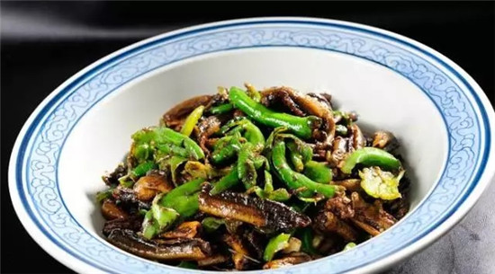 擂辣椒炒鳝鱼的做法