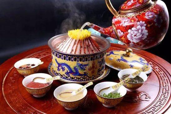 菊花酸菜炉肉热锅