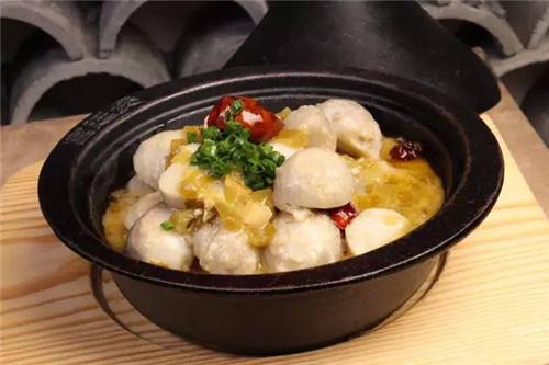 傈僳族土锅焖芋头