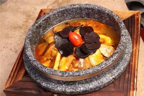 石锅杂菌配黑松露
