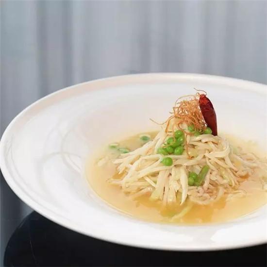 浓汤鸡丝翡翠筊白笋