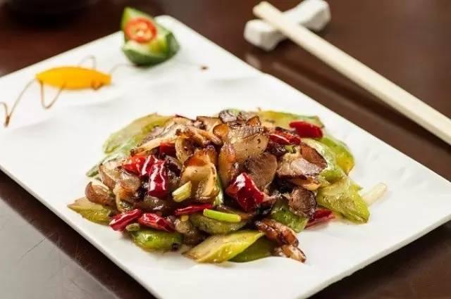 湘西腊肉煸苦瓜