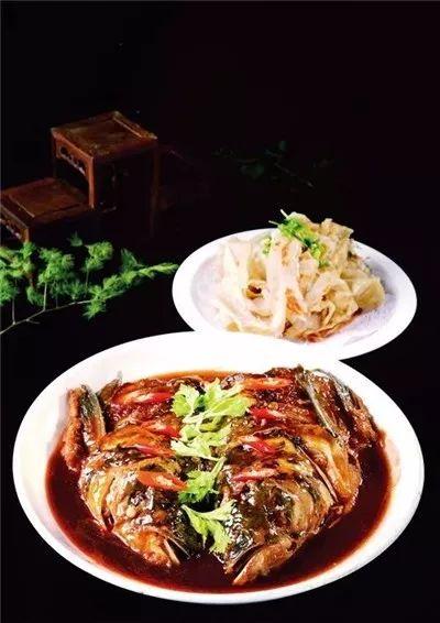 东北侉炖鱼头泡饼