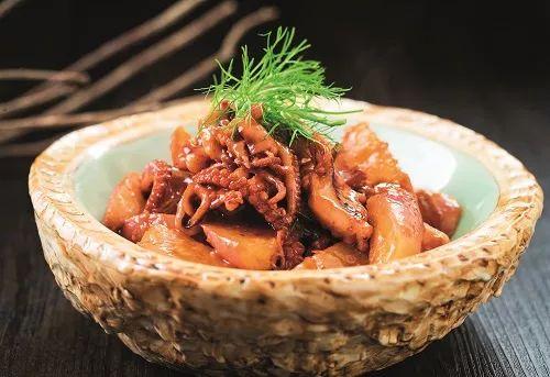 八爪鱼焖水萝卜
