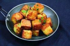 热锅上的土豆