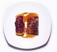 低温牛小排配紫胡萝卜