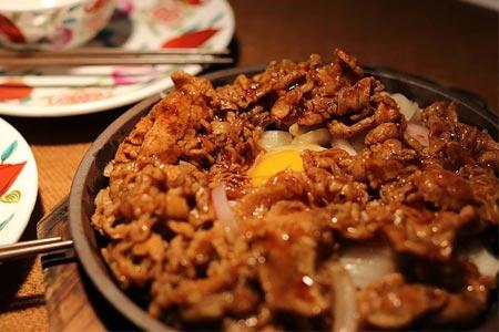 在未知的餐饮领域里,湘土湘情中餐加盟陪着你