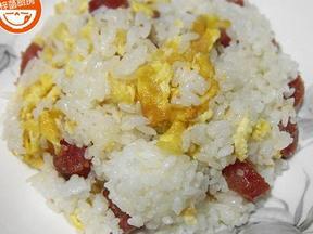 广式腊肠鸡蛋炒饭